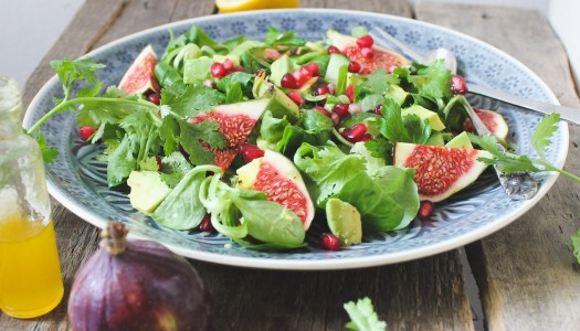 Lamb's lettuce with fresh figs, avocado, pomegranate seeds & mango-baobab dressing